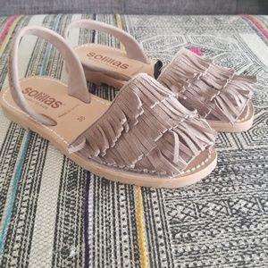 Shoes - Fringe Solillas grayish tan